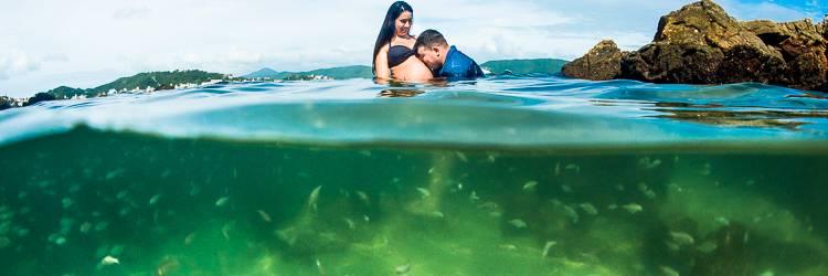 Ensaio Gestante - Fotógrafo de Gestante - Praia de Bombinhas - Foto Subaquática - fotos gestante na água