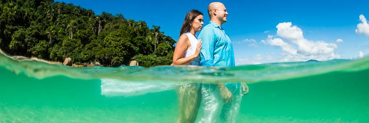 Fotografia Prewedding na Ilha do Campeche - Prewedding na Ilha do Campeche - Fotos Prewedding Ilha do Campeche - Ensaio fotográfico Ilha do Campeche - Prewedding na lancha