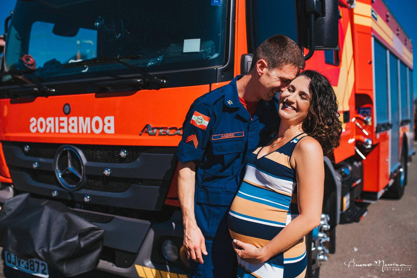 ensaio gestante nos bombeiros - fotos gestante nos bombeiros - fotógrafo de gestante - fotografia de gestante - ensaio no corpo de Bombeiros